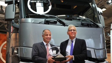 RENAULT TRUCKS T TRUCK OF THE YEAR 2015